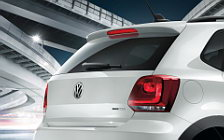 Обои автомобили Volkswagen CrossPolo Urban White - 2012