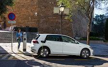 Обои автомобили Volkswagen e-Golf - 2017