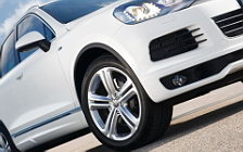 Обои автомобили Volkswagen Touareg R-Line - 2011